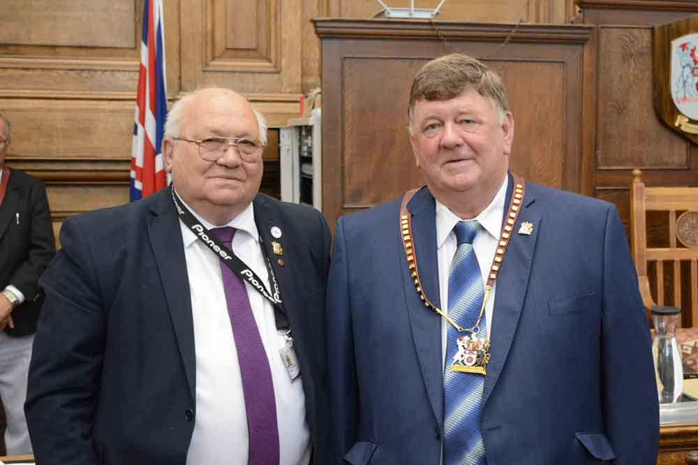 Cllr Steve Osborne (left) and Cllr Stephen Legg (right)